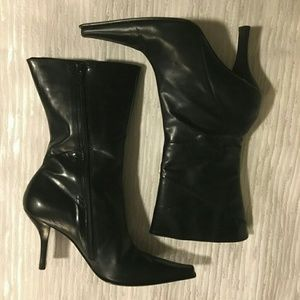 EUC Kenneth Cole Seem Up Boots